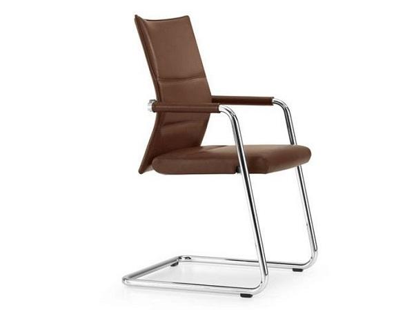 Офисные стулья на металлическом каркасе