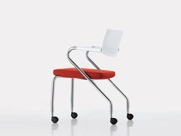 Недостатки металлических стульев для офиса