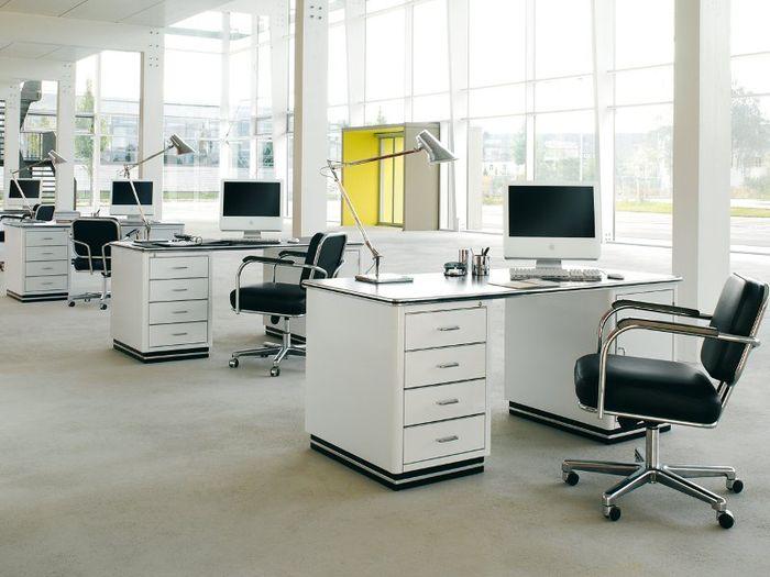 Офисные стулья с подлокотниками